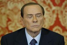 L'ex premier Silvio Berlusconi in una foto del 27 ottobre scorso a Villa Gernetto, Gerno, viciono a Milano. REUTERS/Alessandro Garofalo