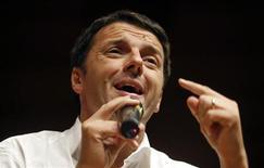 Il sindaco di Firenze Matteo Renzi in una foto del 29 ottobre scorso scattata a Milano. REUTERS/Stefano Rellandini