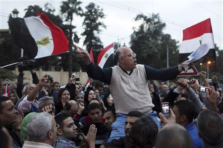 A protester chants anti-Mursi slogans in front of the presidential palace in Cairo, December 4, 2012. REUTERS/Asmaa Waguih
