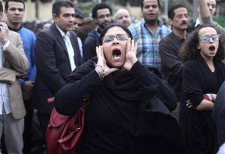 A protester chants anti-Mursi slogans in front of the presidential palace in Cairo December 4, 2012. REUTERS/Asmaa Waguih