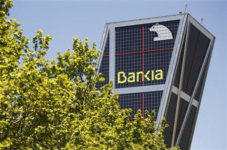 Caja Madrid and Bankia logos are seen at their headquarters tower in Madrid, May 9, 2012. REUTERS/Paul Hanna