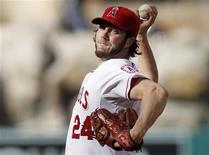 Los Angeles Angels starting pitcher Dan Haren delivers against the Texas Rangers during the first inning of an MLB baseball game in Anaheim, California July 22, 2012. REUTERS/Danny Moloshok