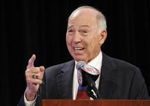 Green Bay Packers legend Bart Starr speaks as he accepts the FedEx Air NFL Player of the Year for Green Bay Packers quarterback Aaron Rodgers at a ceremony in Dallas, Texas, February 2, 2011. REUTERS/Joe Skipper