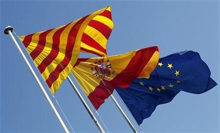 Flags of Catalunya (L-R), Spain and EU wave near Barcelona November 15, 2012. REUTERS/Albert Gea
