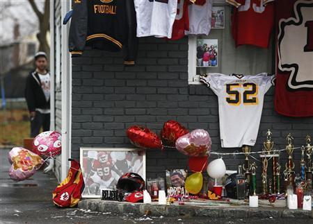 A makeshift memorial for Kansas City Chiefs football player Jovan Belcher is seen outside his mother's home in West Babylon, New York December 4, 2012. REUTERS/Shannon Stapleton