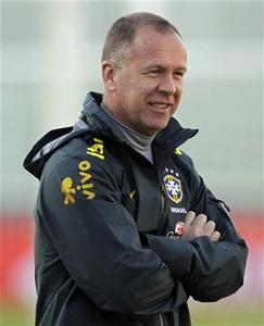 Brazilian national soccer coach Mano Menezes attends a training session at Mario Alberto Kempes stadium in Cordoba July 8, 2011. Brazil will face Paraguay in the Copa America 2011 soccer tournament on Saturday. REUTERS/Jorge Adorno