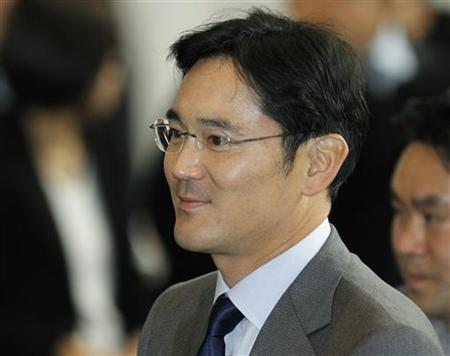 Jay Y. Lee, son of Samsung Electronics chairman Lee Kun-hee and the company's chief operating officer arrives at the company's headquarters in Seoul December 1, 2010. REUTERS/Lee Jae-Won/Files