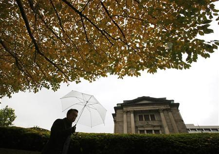 A man walks past the Bank of Japan (BOJ) headquarters in Tokyo November 26, 2012. REUTERS/Yuriko Nakao