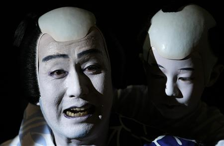 Japanese Kabuki actor Kanzaburo Nakamura (L) of Tokyo's Heise Nakamura-za theatre performs during a dress rehearsal for ''Summer Festival: A Mirror of Osaka'' in Berlin May 14, 2008 file photo. One of Japan's top kabuki actors, Nakamura, who worked hard to modernise the centuries-old theatre form and performed around the world, died on December 5, 2012 after a five-month battle with cancer, Japanese media reported. Nakamura, 57, was born to a family of longstanding performers in the ancient kabuki theatre - known for elaborate make-up, extravangant costumes and all-male casts - and began performing at the age of three. REUTERS/Fabrizio Bensch/Files