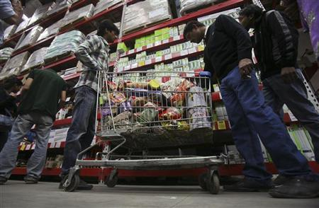 Customers shop inside a Best Price Modern Wholesale store, a joint venture of Wal-Mart Stores Inc and Bharti Enterprises, at Zirakpur in the northern Indian state of Punjab November 24, 2012. REUTERS/Ajay Verma