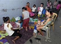 Residents take temporary shelter at an evacuation center as local officials ordered enforced evacuation ahead of Typhoon Bopha in Cagayan de Oro City, southern Philippines December 3, 2012. REUTERS/Stringer