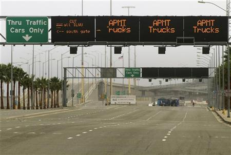 A road normally crowded with trucks is seen empty during a strike at the port in Los Angeles, California December 2, 2012. REUTERS/Jonathan Alcorn
