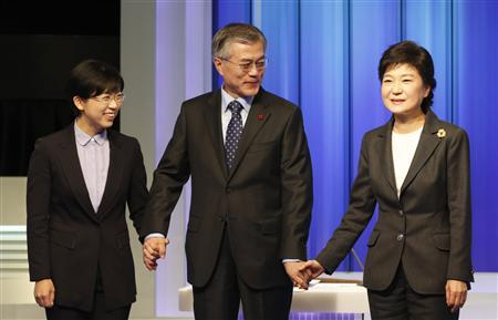South Korea's presidential candidates (L-R) Lee Jung-hee of opposition Unified Progressive Party, Moon Jae-in of the main opposition Democratic United Party and Park Geun-hye of ruling Saenuri Party pose before a televised debate in Seoul in this December 4, 2012 file photo. Lee of the pro-North Korea United Progressive Party is polling less than one percent ahead of the December 19 election, but her strident performance in the debate on Tuesday evening may well have fatally damaged the mainstream left-wing candidate Moon Jae-in, whose party is allied with hers in parliament. REUTERS/Lee Jae-Won/Files