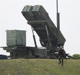 Зенитный ракетный комплекс PAC-3 в Миякодзиме 13 апреля 2012 года. НАТО согласилось разместить в Турции зенитные ракеты Patriot, которые будут защищать страну от возможного нападения Сирии с воздуха, и выразило опасения по поводу сообщений о том, то Дамаск, вероятно, готовится использовать химическое оружие. REUTERS/Kyodo