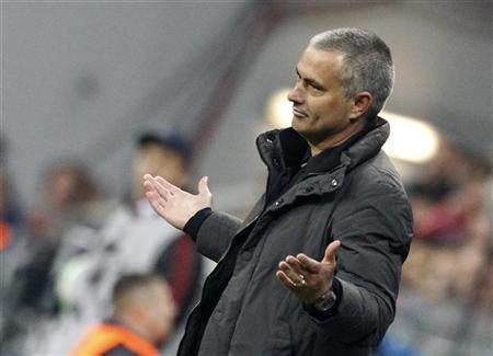Real Madrid's coach Jose Maurinho gestures during the Champions League semi-final first leg soccer match against Bayern Munich in Munich April 17, 2012. REUTERS/Michaela Rehle