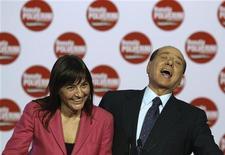 La ex presidente della Regione Lazio Renata Polverini con l'ex premier Silvio Berlusconi. REUTERS/Alessandro Bianchi (ITALY - Tags: POLITICS ELECTIONS)