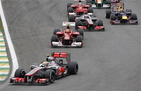 McLaren Formula One driver Lewis Hamilton of Britain (FRONT) takes a turn ahead of Ferrari Formula One driver Felipe Massa of Brazil (C) and team mate and compatriot Jenson Button at the start of the Brazilian F1 Grand Prix at Interlagos circuit in Sao Paulo November 25, 2012. REUTERS/Paulo Whitaker