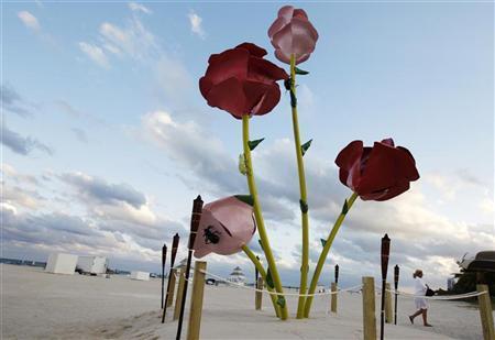 File photo of a U.S. artist Will Ryman's ''65th Street'' sculpture behind Sagamore hotel on Miami Beach, Florida December 1, 2011. REUTERS/Hans Deryk/Files.