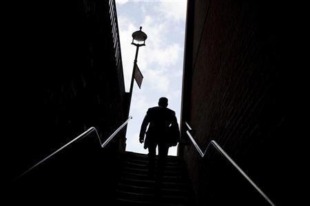 A man climbs a stairway in a narrow alley in Temple Bar, the legal district of London, July 30, 2009. REUTERS/Kevin Coombs