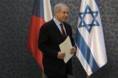 O primeiro-ministro de Israel, Benjamin Netanyahu, chega em coletiva de imprensa em Praga. Israel avançou nesta quarta-feira com os planos para construir cerca de 3.000 casas de colonos em uma das áreas mais sensíveis da Cisjordânia ocupada, desafiando as objeções internacionais. 5/12/2012 REUTERS/David W Cerny