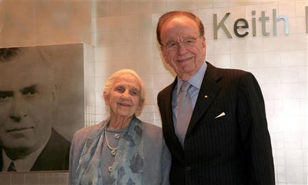 News Corp. Chief Executive Rupert Murdoch and his mother, Dame Elisabeth Murdoch, attend the opening of a new newspaper office building in Adelaide, Australia in this November 16, 2005 file photo. REUTERS/Stringer