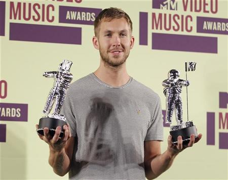 DJ Calvin Harris poses backstage with statuettes after winning the award for ''Best Electronic Dance Music Video '' at the 2012 MTV Video Music Awards in Los Angeles, September 6, 2012. REUTERS/Danny Moloshok