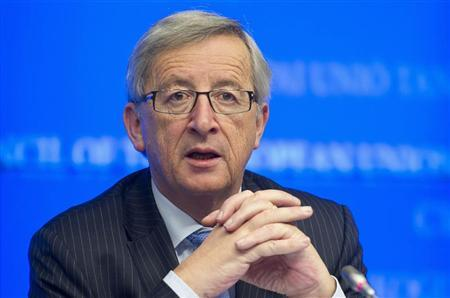 Luxembourg's Prime Minister and Eurogroup chairman Jean-Claude Juncker addresses a news conference after an euro zone finance ministers meeting in Brussels November 27, 2012. REUTERS/Jock Fistick/Pool