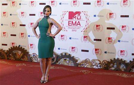 U.S. singer Alicia Keys arrives on the red carpet for the MTV European Music Awards 2012 at the Festhalle in Frankfurt November 11, 2012. REUTERS/Lisi Niesner
