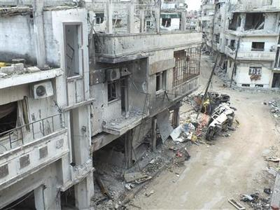 Damaged buildings are seen along a street in the al-Khalidiya neighbourhood of Homs December 5, 2012. REUTERS/Yazan Homsy