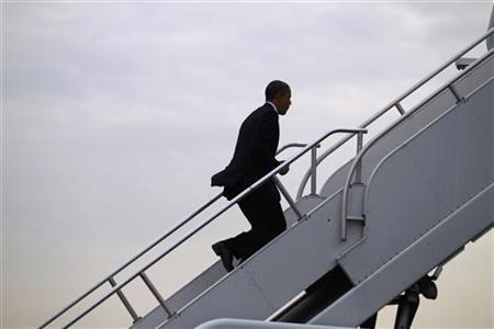 U.S. President Barack Obama steps aboard Air Force One in Philadelphia, Pennsylvania, November 30, 2012. REUTERS/Jason Reed