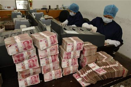 Employees count yuan banknotes at a branch of Bank of China in Changzhi, Shanxi province February 24, 2010. REUTERS/Stringer
