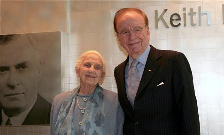 News Corp. Chief Executive Rupert Murdoch and his mother, Dame Elisabeth Murdoch, attend the opening of a new newspaper office building in Adelaide in this November 16, 2005 file photo. Dame Elisabeth Murdoch died on December 5, 2012 in her Melbourne home. She was 103. REUTERS/Stringer/Files