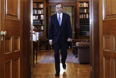 Greek Prime Minister Antonis Samaras arrives at the presidential palace for a meeting with Greek President Karolos Papoulias in Athens November 29, 2012. REUTERS/John Kolesidis