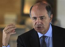Il ministro delle Attività produttive Corrado Passera. REUTERS/Paulo Whitaker