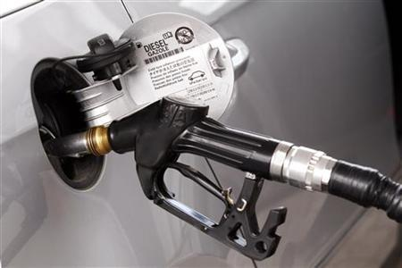 A view shows a petrol nozzle refuelling a car at a petrol station in Viterbo, north of Rome, September 25, 2012. REUTERS/Giampiero Sposito/Files