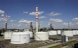 НПЗ Bayernoil в Ингольштадте 18 августа 2008 года. Швейцарский нефтетрейдер Gunvor купил 10-процентную долю в Трансальпийском нефтепроводе (TAL), сообщила компания в четверг. REUTERS/Michaela Rehle