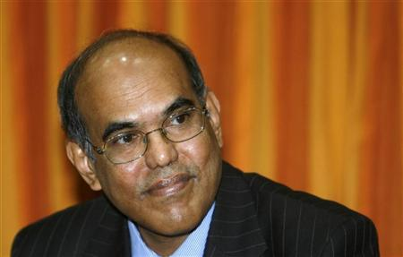 Reserve Bank of India's Governor Duvvuri Subbarao speaks during a meeting with bankers before unveiling the monetary policy review at the head office in Mumbai April 21, 2009. REUTERS/Punit Paranjpe/Files