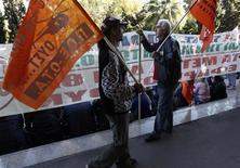 Una manifestazione per il lavoro ad Atene. REUTERS/John Kolesidis