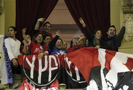 Pro-government supporters cheer during a debate in the Argentine Congress over the nationalization of Argentina's biggest oil company YPF in Buenos Aires May 3, 2012. REUTERS/Enrique Marcarian