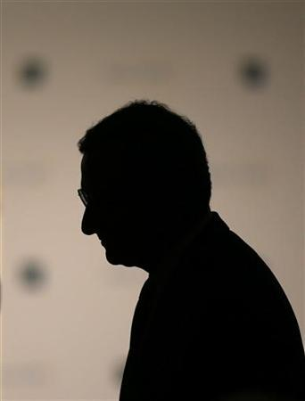 Mario Draghi, President of the European Central Bank (ECB) prepares for his speech at the European Banking Congress at the old opera house in Frankfurt, November 23, 2012. REUTERS/Kai Pfaffenbach (GERMANY - Tags: BUSINESS)