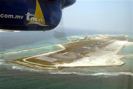 An aerial picture of the airport in Maldives January 10, 2005. REUTERS/Anuruddha Lokuhapuarachchi