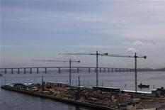 Local da obra do Porto Maravilha durante visita da imprensa, no Rio de Janeiro. O governo anunciou plano para investimentos de 54,2 bilhões de reais em portos do país até 2017. O plano inclui investimentos de 31 bilhões em 2014 e 2015 e o restante entre 2016 e 2017.19/11/2012 REUTERS/Ricardo Moraes