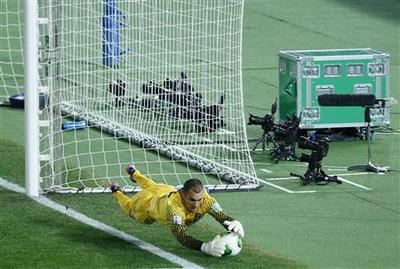Soccer: Goal technology debuts in Club World Cup...