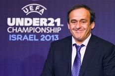 La Eurocopa de 2020 se celebrará en distintas ciudades de toda Europa, en lugar de un único país anfitrión. En esta imagen de archivo, el presidente de la UEFA, Michel Platini en una ceremonia de sorteo para el Campeonato Europeo sub-21 2013 en Tel Aviv, el 28 de noviembre de 2012. REUTERS/Nir Elias