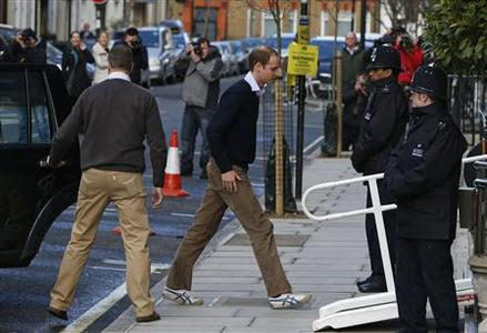 Britain's Prince William (C) arrives at the King Edward VII hospital in London December 5, 2012. REUTERS/Olivia Harris