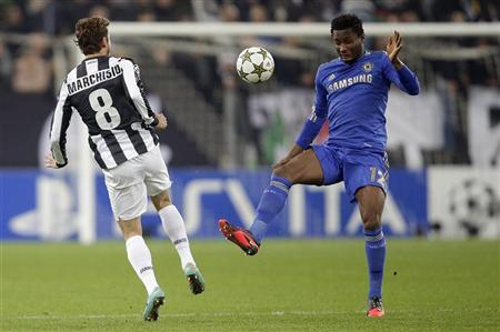 Juventus' Claudio Marchisio (L) challenges Chelsea's John Obi Mikel during their Champions League soccer match at the Juventus stadium in Turin November 20, 2012. REUTERS/Tony Gentile