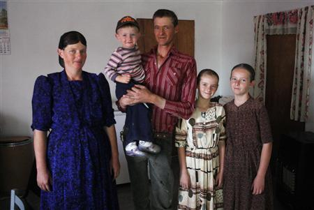 Members of a family from a Mennonite community pose for a photograph at their home in Cuauhtemoc November 9, 2012. REUTERS/Jose Luis Gonzalez