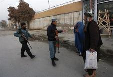 Afghan policemen stand guard near the site of a suicide attack that wounded Afghanistan's Intelligence Chief Asadullah Khalid in Kabul December 6, 2012. REUTERS/Mohammad Ismail