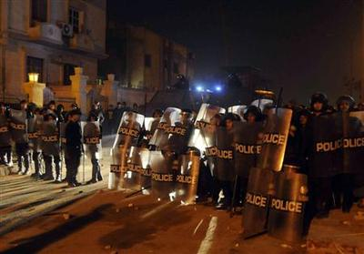 Egypt demonstrators reject Mursi call for dialogue