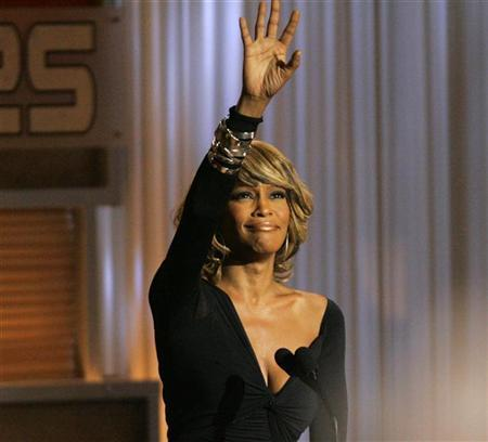 Singer Whitney Houston waves at the taping of ''25 Strong: The BET Silver anniversary celebration'' at the Shrine auditorium in Los Angeles on October 26, 2005. REUTERS/Mario Anzuoni
